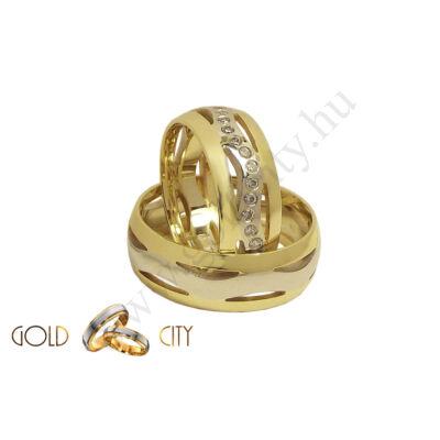 Kétszínű áttört mintájú arany karikagyűrű, a Gold City Ékszer Webáruház kínálatából.