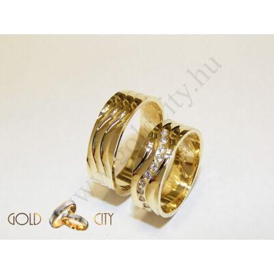 Hullám mintás fényes 14 karátos sárga arany karikagyűrű, a nőiben kövekkel