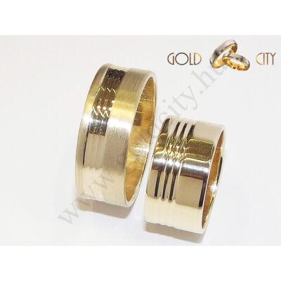 Széles, 14 karátos sárga arany karikagyűrű, kérésre lehet fényes vagy matt.