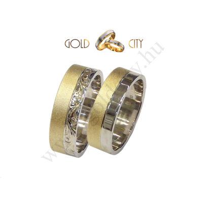 Kétszínű arany karikagyűrű, barokk mintával díszítve a Gold City Ékszer Webáruház kínálatából.