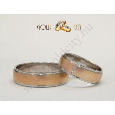 Fényes fehér és matt rozé arany karikagyűrű a nőiben kövekkel.