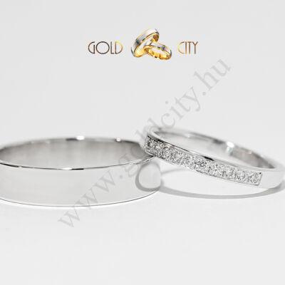 Modern 14 karátos fehérarany karikagyűrű, a női csillogókövekkel