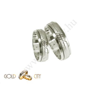Fehér 14 karátos arany karikagyűrű, melynek közepe körbe forog