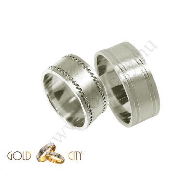 Karikagyűrű 14 karátos fehér aranyból, különleges kőutánzatú véséssel.
