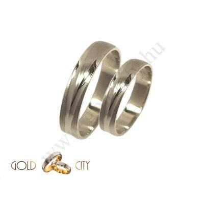 Fehér arany karikagyűrű véséssel díszítve Goldcity Ékszer Webáruházból