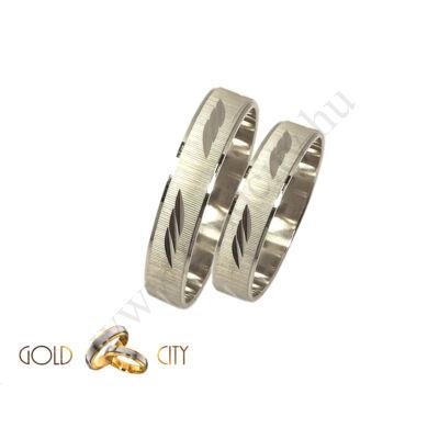 Fehér arany karikagyűrű véséssel díszítve- Gold City Ékszer Webáruház