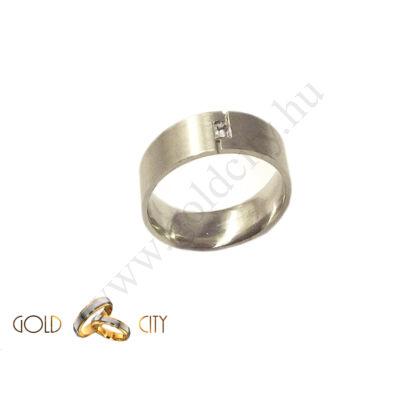 Matt 14 karátos fehér arany karikagyűrű, különleges kővel díszítve
