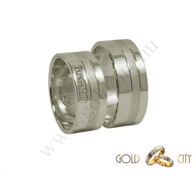 Fehér aranyból készült karikagyűrű. A női változat kövekkel díszítve.