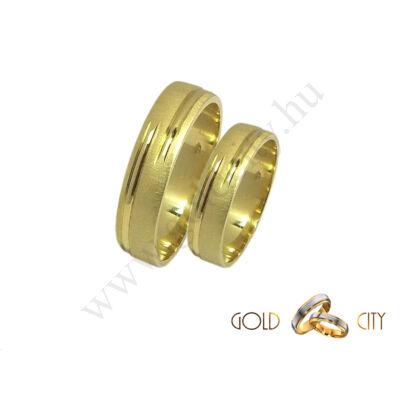 Karikagyűrű szolid mintával 14 karátos sárga aranyból.