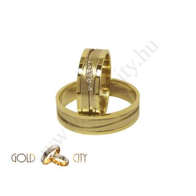Modern kétszínű arany karikagyűrű, a Gold City Ékszer Webáruház kínálatából.