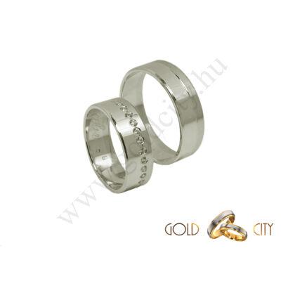 Modern karikagyűrű  fehér aranyból, a női félig kövekkel díszítve