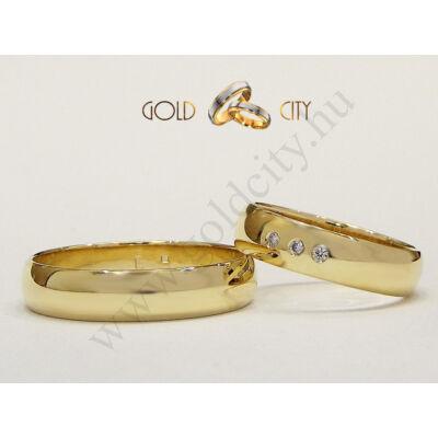 Klasszikus sima féldomború karikagyűrű 14 karátos sárga aranyból.